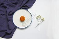 ns风白底中秋节美食美味月饼背景素材图片