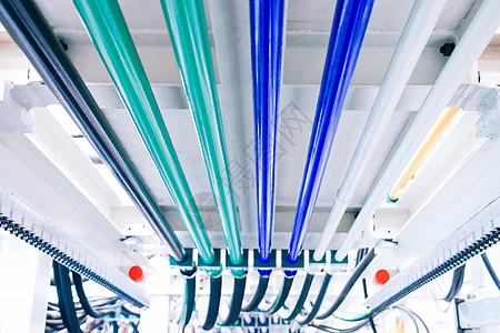 整齐连接的管路图片