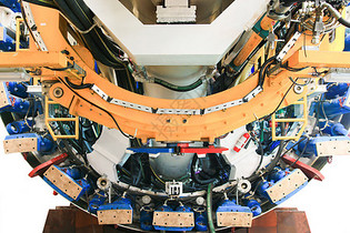 盾构中的复杂机构设备图片