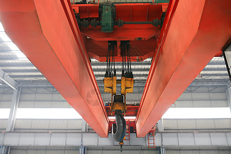 橘红色的工厂内部天车图片