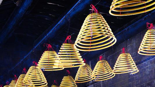 寺庙中的香烛图片