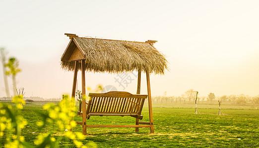 草屋木椅图片