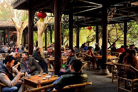成都人民公园内的传统茶馆图片