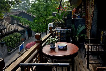 成都宽窄巷子里临街茶屋阳台图片