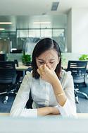 职场女性工作休息图片