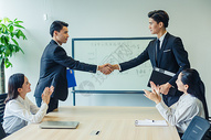 商务团队合作握手图片