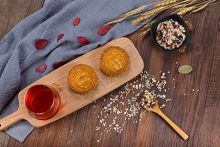 月饼饮料五谷杂粮组合图片