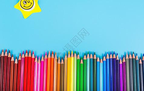 彩色铅笔笑脸组合图片