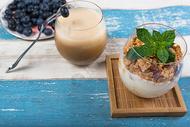 自制酸奶饮料水果组合图片
