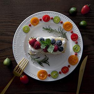 法式蛋糕摆盘图片
