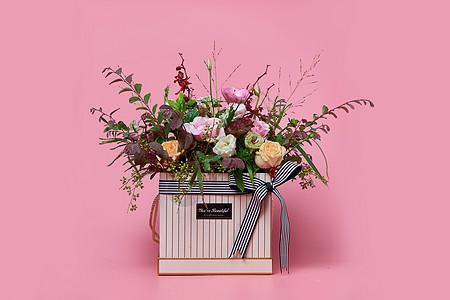 鲜花礼盒粉红背景图片