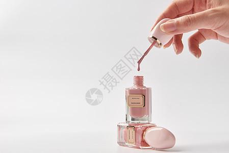 粉色指甲油滴落的状态图片