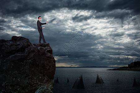 悬崖边隐藏的危险图片