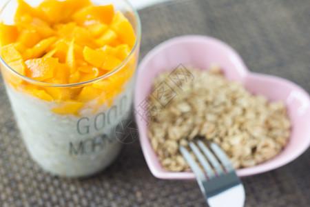 营养健身餐 燕麦水果粥图片
