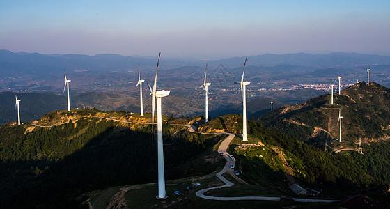 武汉仙居顶风力发电场图片