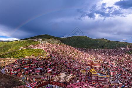 彩虹下的色达喇荣寺五明佛学院图片