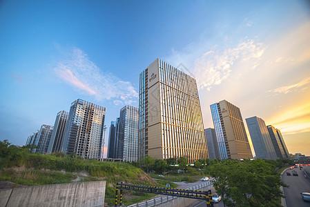 城市里的高楼大厦图片