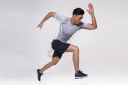 运动男士跑步动作图片