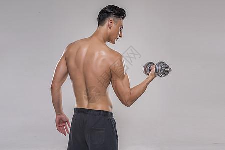 运动男士哑铃动作图片
