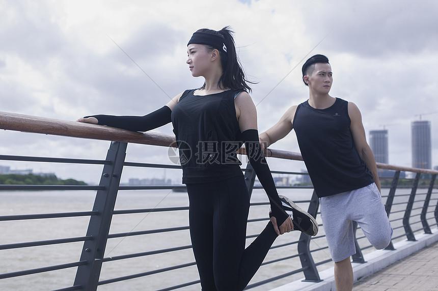 花瓣 举报 标签: 男性运动锻炼户外运动户外女性年轻男女健身年轻