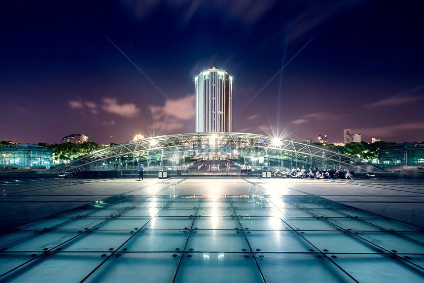 上海浦东新区政府大楼夜景图片