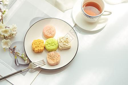 创意清新中秋月饼图片