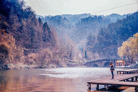 武当山拍风景的人图片