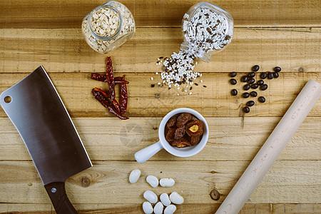 五谷杂粮与厨具餐具摆设图片