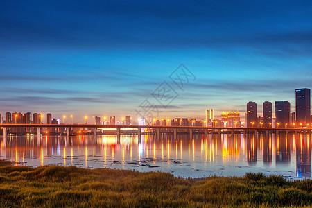 武汉黄昏沙湖大桥图片