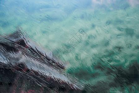 朦胧的雨景图片