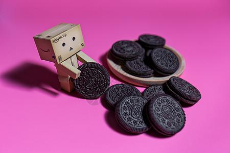 阿愣玩偶和奥利奥饼干创意图片