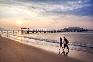 海边漫步图片