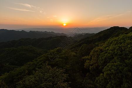 深山里的日落图片