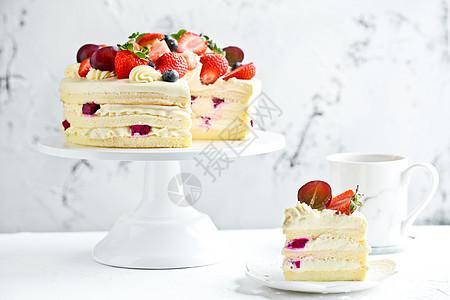 清新草莓裸蛋糕图片