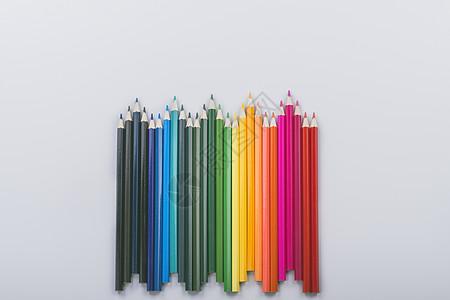 波浪起伏状彩色铅笔图片