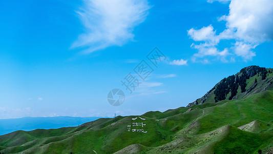 新疆公路边风景图片