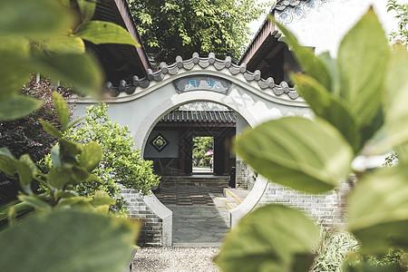 中国风过建筑庭院门拱背景图片
