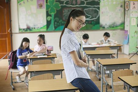 小学生上课