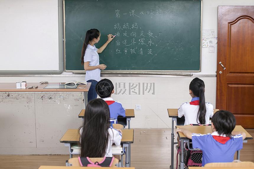 正在上课堂同学给老师们上语文课2016v正在年高中图片