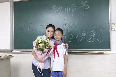 教师节女同学给女老师献花图片
