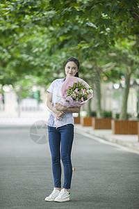 教师节女老师收到学生献的花图片