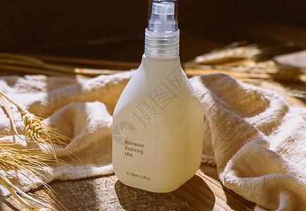 白色护肤品与稻谷图片