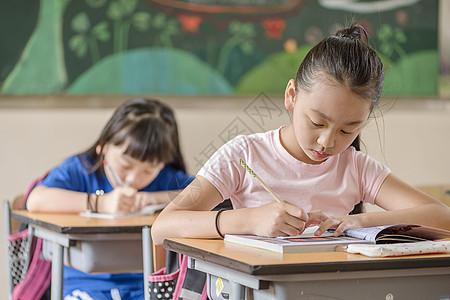 学生上课学习状态图片