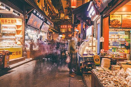 洪崖洞古镇街道夜景图片