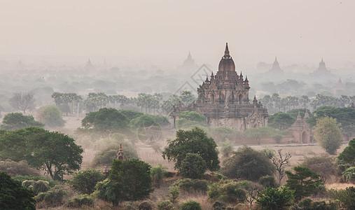 缅甸壮观的佛塔建筑图片