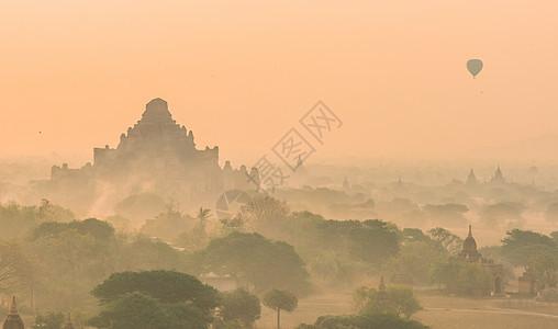 缅甸佛塔日出 热气球图片