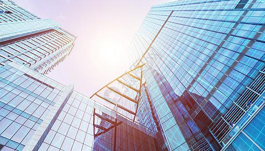 阳光下的高楼大厦图片