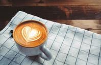 咖啡拉花与咖啡豆图片