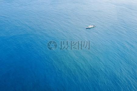 海上孤舟图片