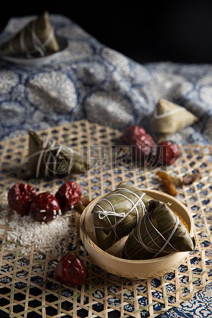 中国传统端午节香甜粽子图片